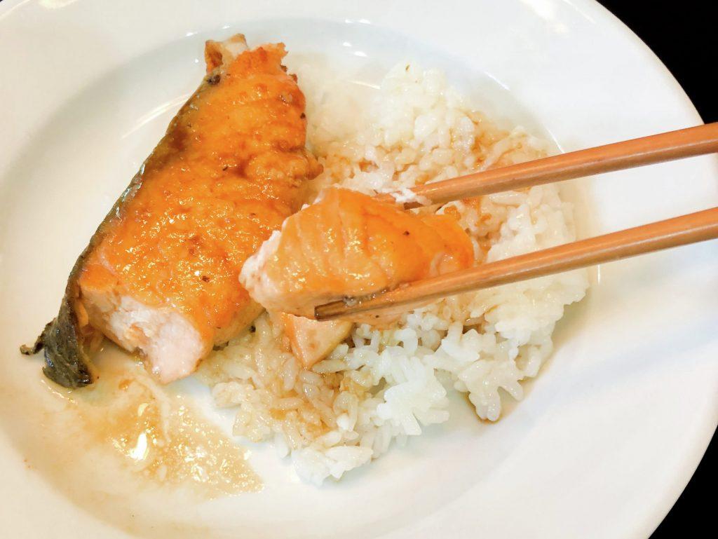 Salmón a la sartén, con salsa Teriyaki o soya