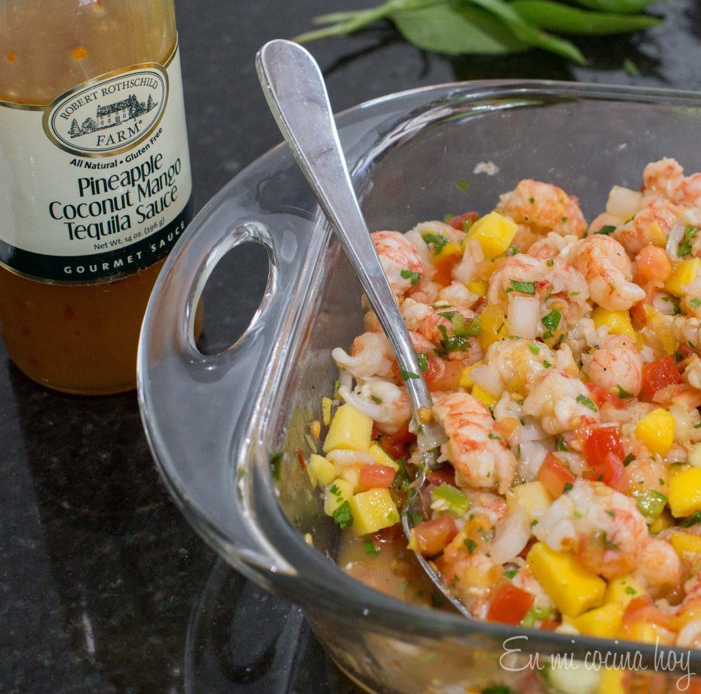 Ensalada de langostinos, mango y tomate
