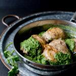 Pollo con salsa de cilantro y ajo